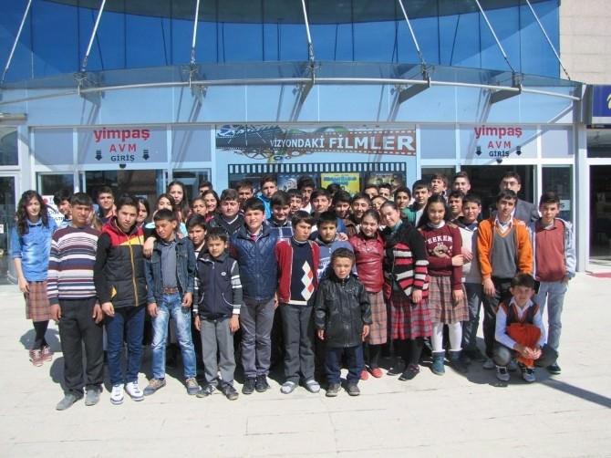 Yozgat'ta Öğrencilerin Sinema Keyfi