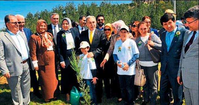 Vali Büyük çocuklarla Bereket Ormanı kurdu