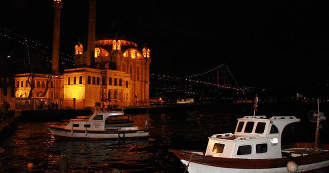 Boğaziçi Köprüsü'nün ışıkları 1 saatliğine kapatıldı
