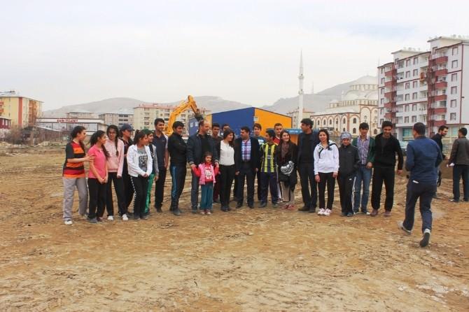 63 Yıllık Atatürk Lisesi Kendi Yerinde Temeli Kazılmaya Başlandı