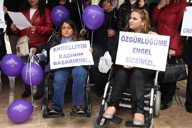 Mersin'deki Engelli Kadınlar, Ayrımcılığa Karşı Mor Balon Uçurdu