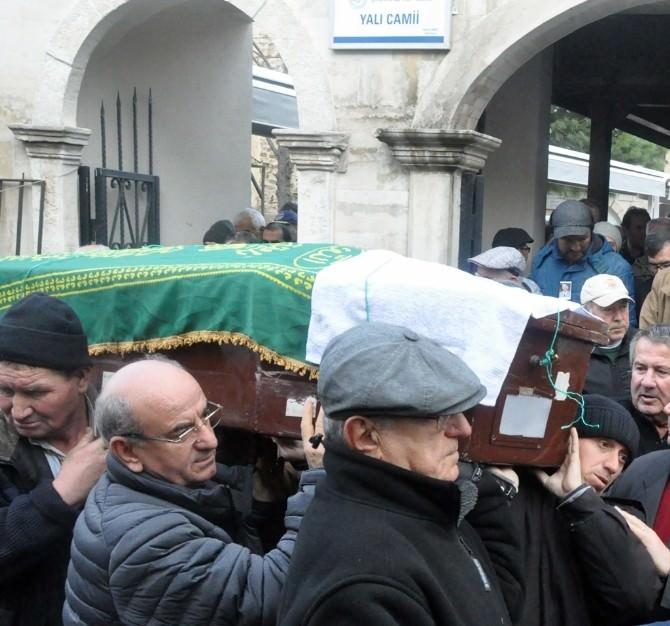 10 Yıldır Cenaze Fotoğraflarını Biriktiriyor