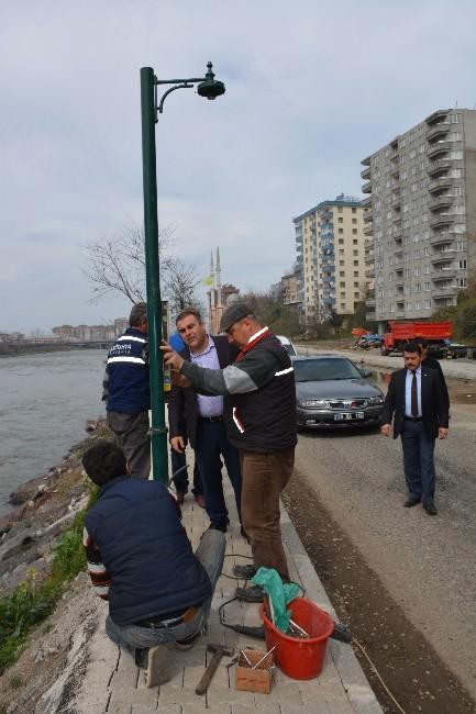 Görele Belediyesi Sabri Öner Caddesi'nde Işıklandırma Çalışmalarına Başladı