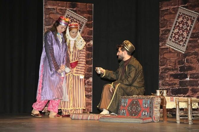 Torbalı'da Dünya Tiyatrolar Gününe Ücretsiz Tiyatro Oyunu