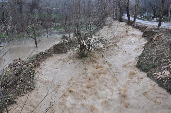 Karaman'da Şiddetli Rüzgar Ve Sağanak Yağış Etkili Oluyor