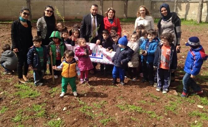 Çocuklar Fidanları Toprakla Buluşturdu