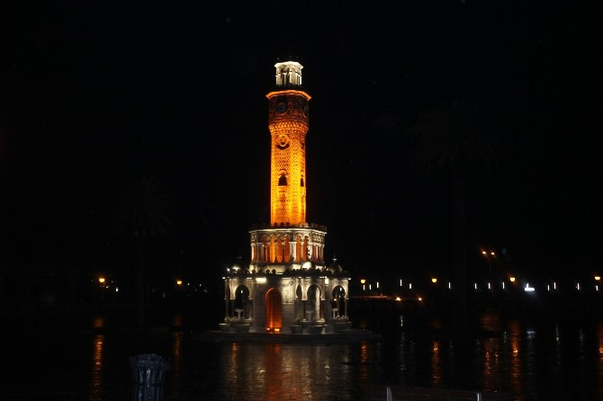 İzmir'in Sembolü Işıklarını Kapattı