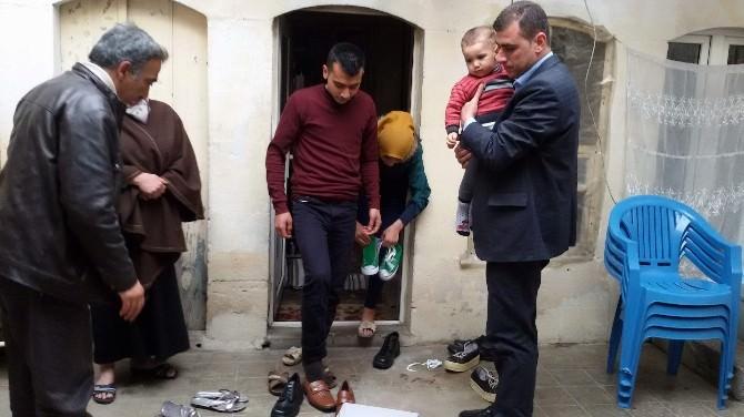 Ülkü Ocaklarından Türkmen Ailelere Ayakkabı Yardımı
