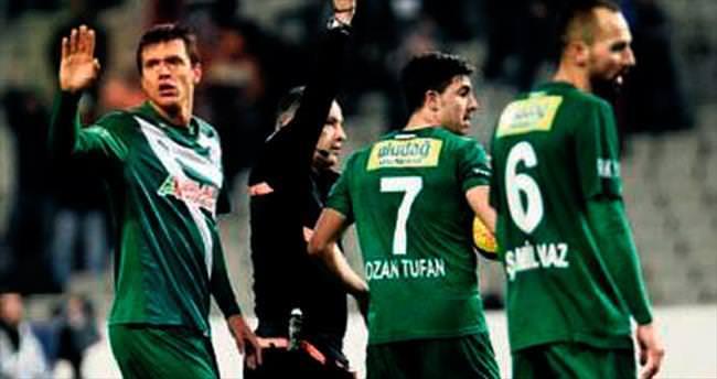 Bursaspor'da kart yağmuru