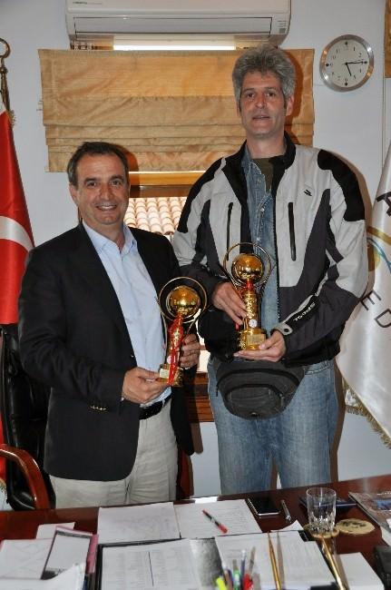 Ayvalıkgücü Basket Takımından Başkan Gençer'e Teşekkür