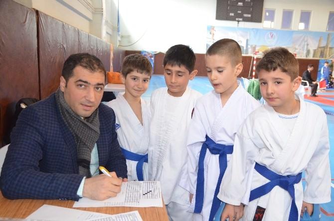 Karate Ligi Başladı