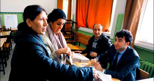 CHP'liler ön seçim için sandığa koştu