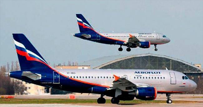 Rusya'da 2 uçağın kanatları çarpıştı