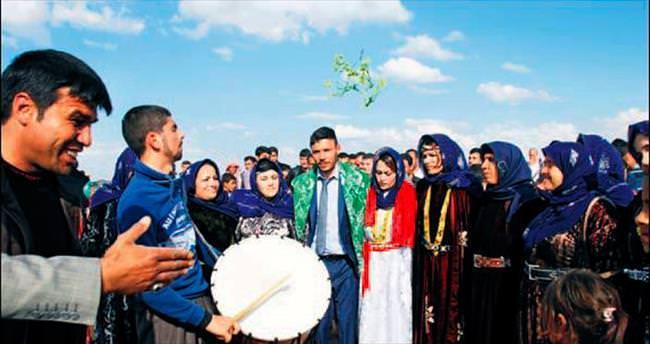 Savaşın gölgesinde bir aşiret düğünü