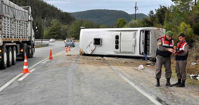Tur otobüsü kaza yaptı: 1 ölü!