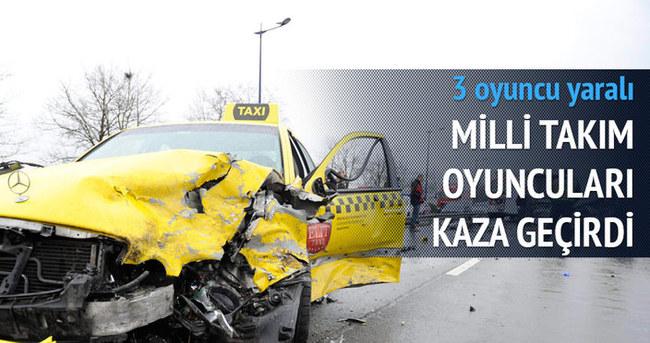 Milli takım oyuncuları kaza geçirdi