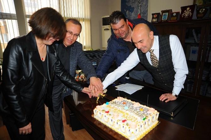Seferihisar Belediyesi Personellerinden Başkan'a Sürpriz Kutlama