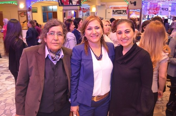CHP'li Kadınlar Çay Partisinde Eğlendi