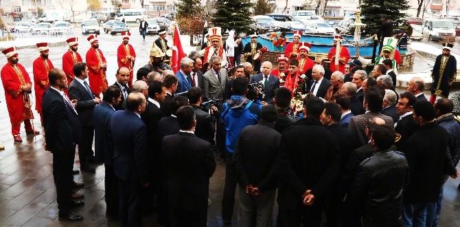 Başkan Sekmen, Milli Güreşçiyi Altınla Ödüllendirdi