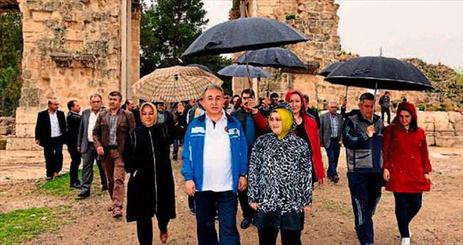 Vali Mustafa Büyük ve eşi adım adım Kozan'ı gezdi