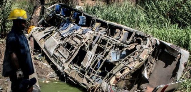 Otobüs uçuruma yuvarlandı: 21 ölü