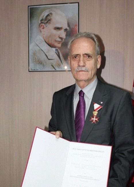Prof. Dr. Yılmaz Özbek İçin Armağan Kitap Hazırlandı