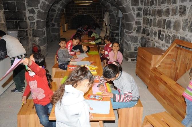 Diyarbakır'da Çocuklar Çizgi Ve Renkleriyle Mahalleleri Değiştirecek