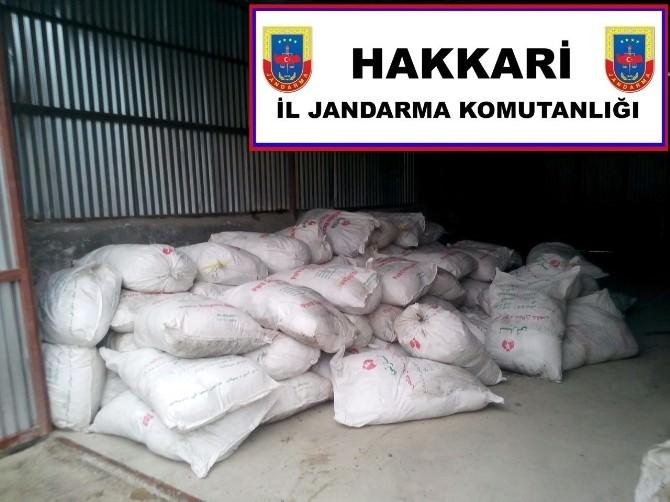 Hakkari'de 15 Ton Kaçak Çay Ele Geçirildi