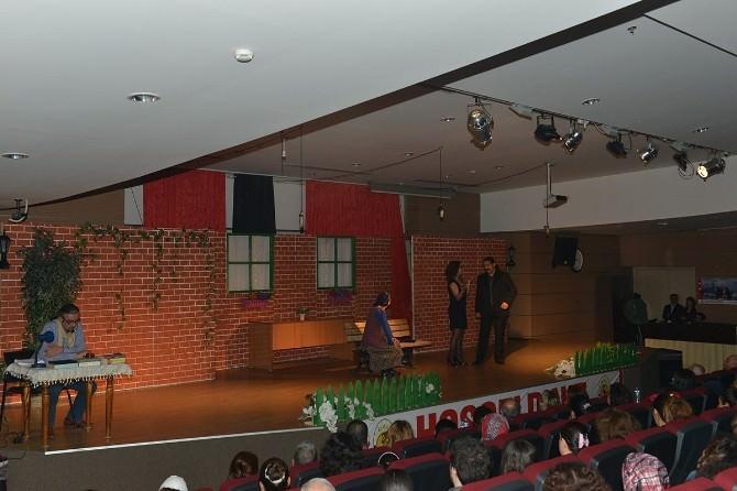 Çiğli'de 'Bardakçı Baba' Tiyatrosu Sahnelendi