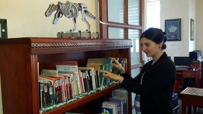 Sinop'ta Kadınlar Erkeklerden Daha Fazla Kütüphaneye Gidiyor
