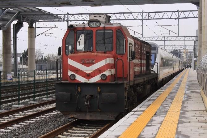 Elektrikler Kesildi Hızlı Tren Yolda Kaldı