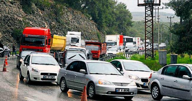 Antalya'daki kesinti sanayi ve trafiği vurdu