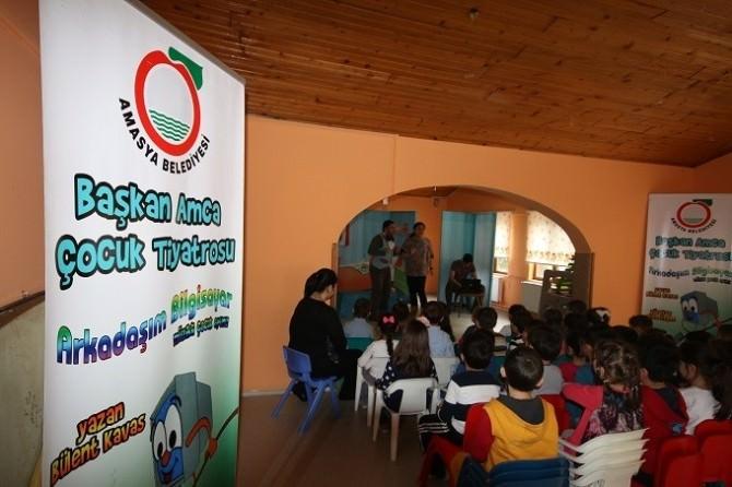 Başkan Özdemir Çocuklarla Tiyatro İzledi