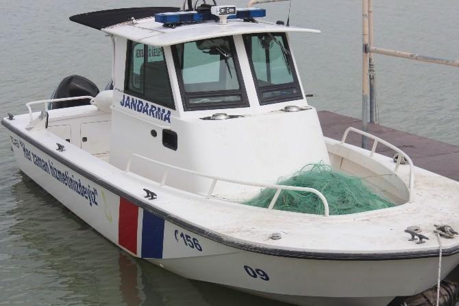 Jandarma Göle Kaçak Av İçin Serilen Ağları Topladı