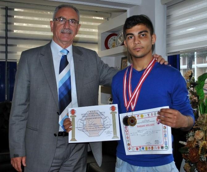 Başkan Kale'den Spor Sanatları Türkiye İkincisi Özbey'a Tebrik
