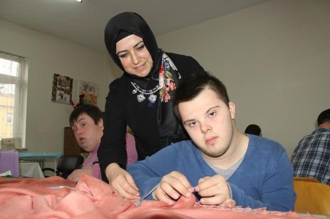 Engelli Gençler Hem Meslek Öğreniyor, Hem Para Kazanıyor