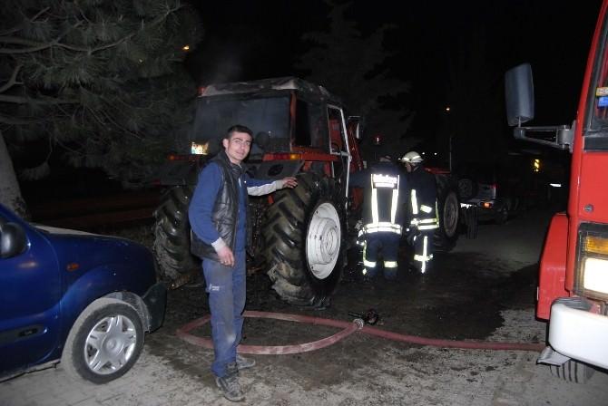 Park Halindeki Traktörde Yangın