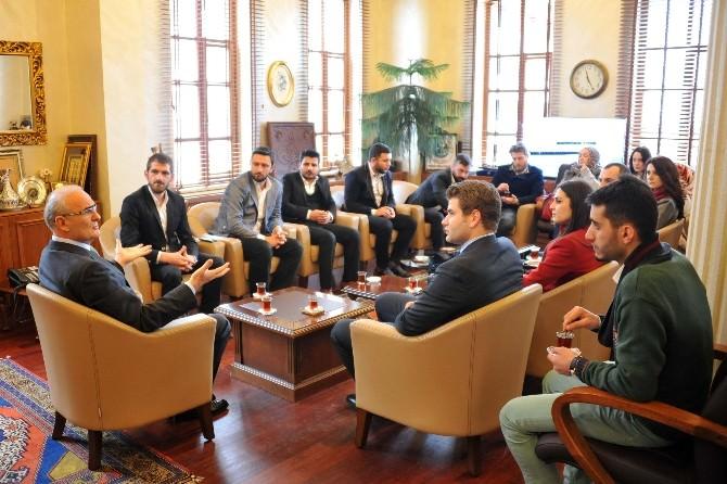AK Parti İl Gençlik Kolları Yönetimi Başkan Yılmaz'ı Ziyaret Etti