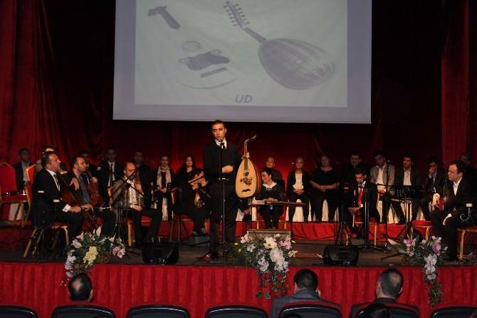 Elazığ'da Öğrencilere 'Gelenekten Geleceğe' Konseri Verildi