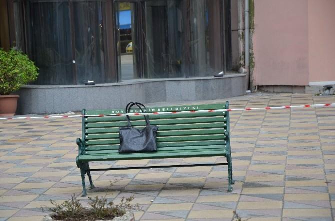 Maaşı Çeken Kadın El Çantasını Bankta Unuttu Polis Alarma Geçti