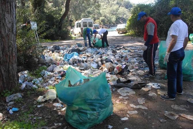 Fethiye'de Hükümlüler Plaj Temizledi