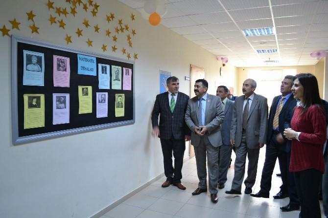 Ortaokul Koridorunda Matematik Sokağı Açıldı