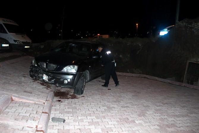 Otomobil Bahçeye Uçtu: 2 Yaralı