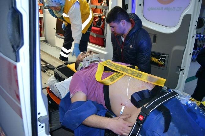 Takla Atan Otomobil Binanın Garajına Girdi: 3 Yaralı