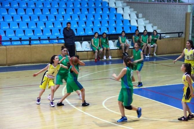 Küçük Kızlar Bölgesel Basketbol Şampiyonası Başladı