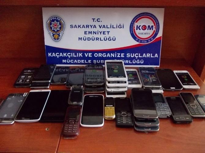 Sakarya'da 451 Adet Kaçak Cep Telefonu Ele Geçirildi