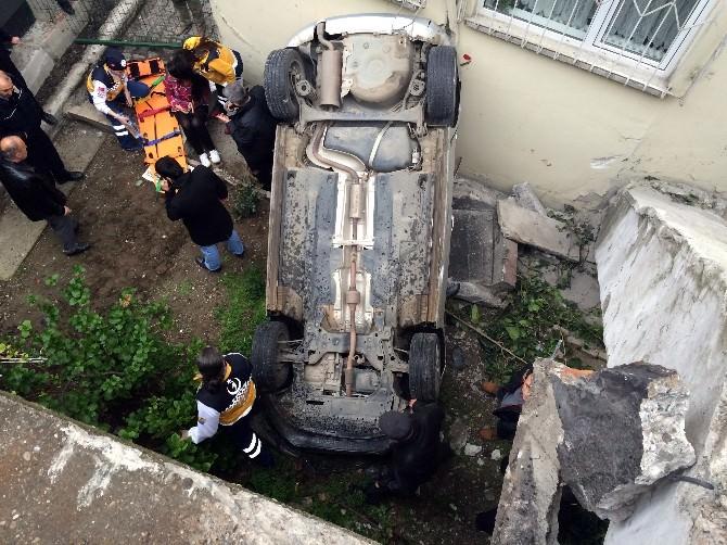 Otomobil Apartmanın Bahçesine Uçtu: 1 Yaralı