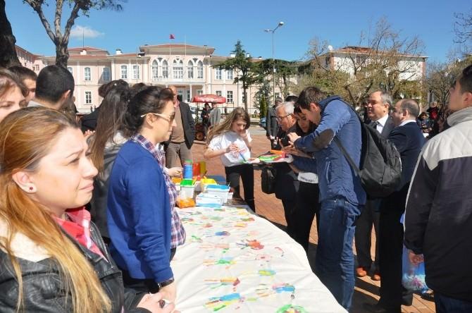 Tekirdağ'da Öğrenciler 'Renkli Eller Otizmin Farkında' Etkinliği İle Otizme Dikkat Çekti