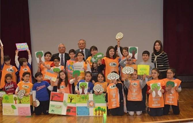 Minik Öğrencilere Yeşil Yaprak Ödülü