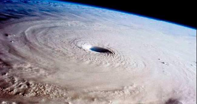 Uzaydan 'Maysak Tayfunu' manzarası